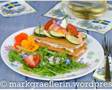 Midsommar: Laxtårta med knäckebröd