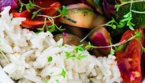 Sommerliche Gemüsepfanne Reis