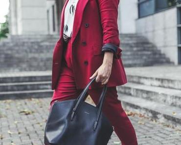 Herbst Outfit mit rotem Hosenanzug und Just Female Tunika