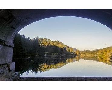 Bild der Woche: Hubertussee mit Brückenrahmen