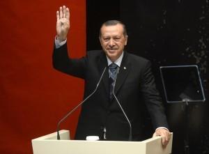 Erdogan ruft seine Islam gläubigen Bürger, die in Deutschland den Doppelpass besitzen, dazu auf die CDU/CSU, SPD und GRÜNEN nicht zu wählen
