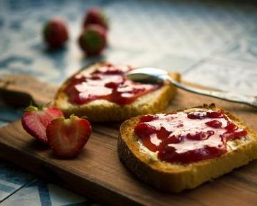 Rezept: Erdbeer Basilikum Chia Marmelade Zuckerfrei und vegan
