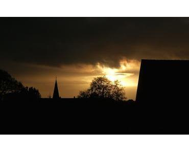 Foto: Sonnenuntergang hinter der Burg Lüdinghausen