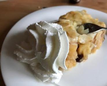 Gedeckter Quittenkuchen mit Amarettini vom Blech