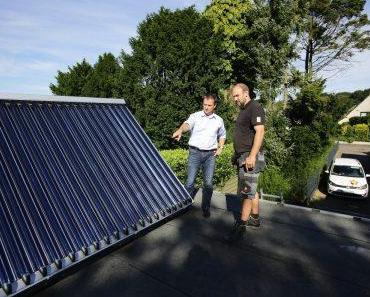 SHK-Handwerker über die Heizung mit erneuerbaren Energien
