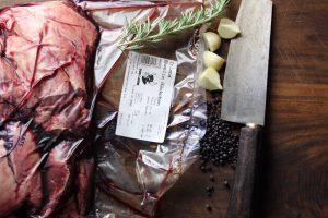 Sous Vide gegarte Ochsenbäckchen mit Bohnensalat und Mini-Gratin (enthält Werbung)