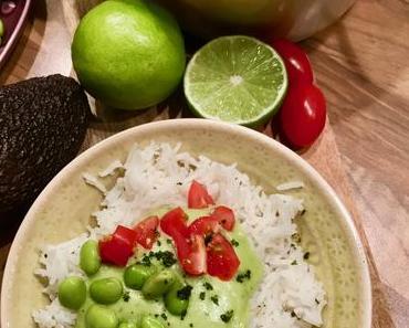 Basmatireis mit kalter Avocado-Kokos-Sauce und Edamame