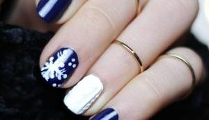 Süßes Winter Nageldesign kurze Nägel