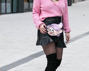 Outfit | Leder Rock & Danielle Nicole Disney Tasche