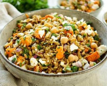 Grünkernsalat mit gerösteten Süßkartoffeln und Kichererbsen