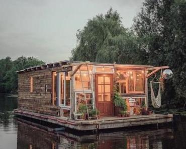 2BOATS: Zwei Künstler fahren in selbstgemachten Hausbooten quer durch Europa