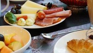 Frühstückstipp: Buffet regionalen Produkten Frühstücken Holiday Munich Westpark hausgemachte Produkte große Auswahl