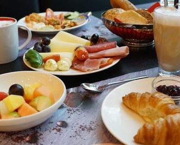 Frühstückstipp: Buffet mit regionalen Produkten für 18€ - + + + Frühstücken im Holiday Inn Munich - Westpark + + hausgemachte Produkte ++ große Auswahl + + +