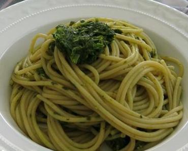 Team Pasta oder Team Kartoffeln? Gremolata-Pesto für alle!