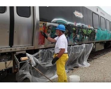 Graffiti von einem Zug entfernen