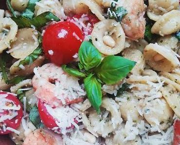 Orecchiette mit Estragon Pesto, Garnelen und frischen Tomaten/ Orecchiette with Tarragon Pesto, Scampi and fresh Tomatoes (Deutsch & English)