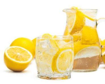 Warum ist es besonders wichtig, Zitronenwasser bei Schuppenflechte zu trinken?