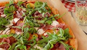 Sommer-Pizza Pfirsich Burrata