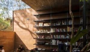 Architekten bauen modernes Lehmhaus alte Bäume herum!