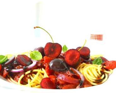 Vegane Spaghetti mit scharfer Kirsch-Salsa
