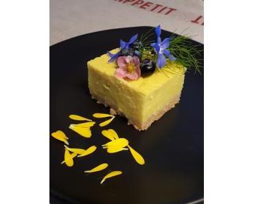 eine Art Käsekuchen aus gekochter Hirse, vegan, Ahornsirup