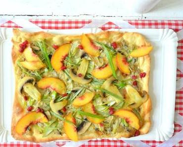 Herbstlicher Flammkuchen mit Pilzen & Frucht-Topping