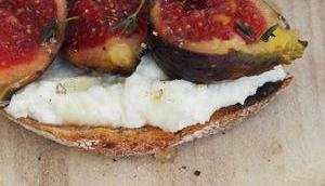 Toast frischem Ricotta, Feigen Zitrone/ Fresh Ricotta with Figs, Lemon Honey (Deutsch English) Werbung