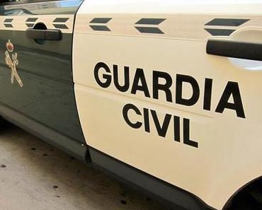 Guardia Civil sucht nach einem Auto, an das ein Hund angebunden war