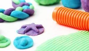 Super easy ohne giftige Inhaltsstoffe: Knete Kleinkinder selber machen