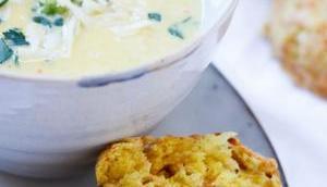 WARMER SUPPENZAUBER KALTE TAGE! Cremige Maissuppe unseren liebsten, knusprigen Käse-Scones