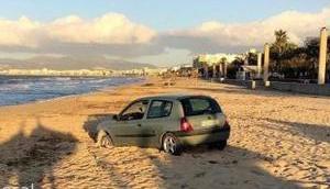 Strand geparktes Auto wirft Fragen