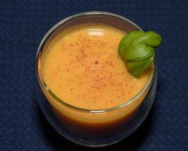 Kalte Tomatensuppe mit Honig und Basilikum (vegetarisch)
