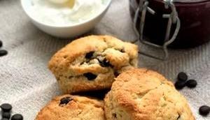 very british: sweet easy Chocolate-Scones