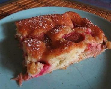 Rhabarberkuchen mit fruchtigem Rührteig
