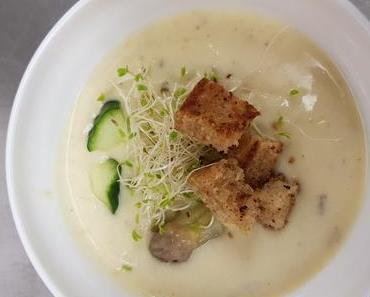 Kalte Spargelsuppe mit Gurkeneinlage (lacto-vegetarisch)