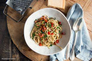 Spaghetti mit kalter Tomatensauce