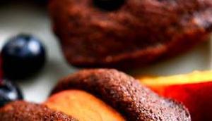 Kakao-Amaretto-Madeleines Pfirsichen Beeren