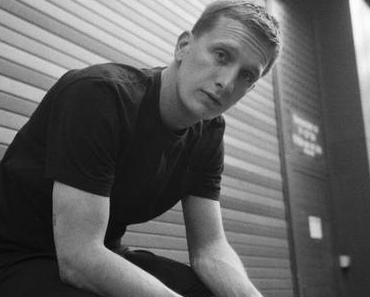 "NEWS: Kraftklub-Sänger Felix Kummer kündigt Solo-Debüt ""KIOX"" an"