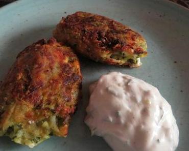 Kolokithokeftedes (Griechische Zucchini-Röllchen) mit Minz-Basilikum-Joghurt-Dip