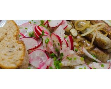 Gegrillt oder aus der Grillpfanne: Nürnberger Rostbratwürstl mit Radieschensalat