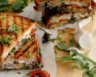 Feta Grilled Cheese Sandwich mit Rucola und Tomate