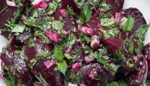 Einfacher Rote Bete Salat frischen Kräutern