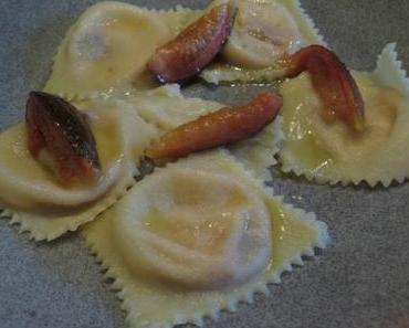 Ravioli mit Pecorino-Feigen-Füllung in Salbei-Butter