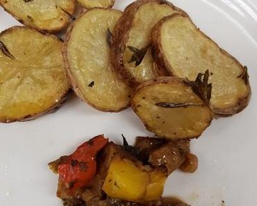 Gemüse-Seitan mit Kartoffelscheiben (vegan)
