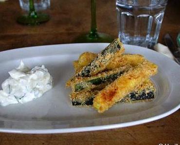 Gebackene Zucchini-Parmesan-Stifte mit Quarkdip