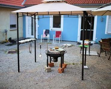 Mit einem Grillpavillon sind der Grill und der Grillmeister vor Wind und Wetter geschützt #Salcar #Grillen #Schutz