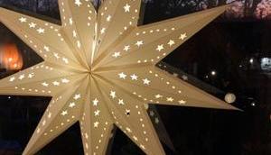 Weihnachtszeit Lilamalerie oder leuchtender Gruß