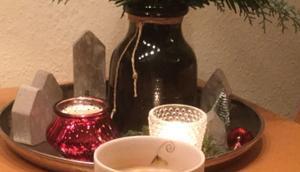 Weihnachtszeit Lilamalerie oder Dezember