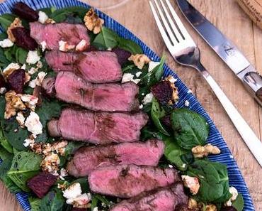 Rinder-Tagliata auf Spinatsalat, gerösteter Beete, Feta und Walnüssen