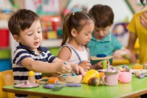 Spiele für 3-Jährige – Tolle (& kostenlose) Beschäftigungsideen für Kinder um 3 Jahre